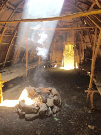 Washington, Коннектикут: The longhouse inside and out.