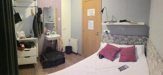 Hostal NITZS BCN: Habitación privada con baño compartido