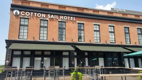 The Cotton Sail Hotel Savannah Tapestry Collection By Hilton
