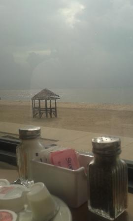 Islands Bar and Grill: View at Breakfast