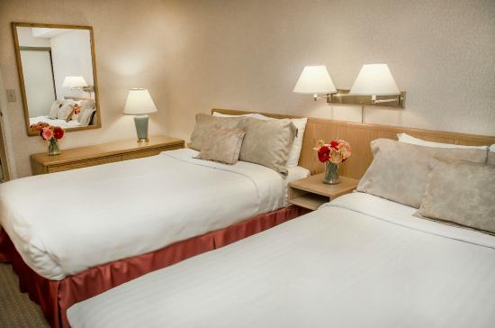 Cartier Place Suite Hotel: Deluxe Bedroom with 2 Double Beds