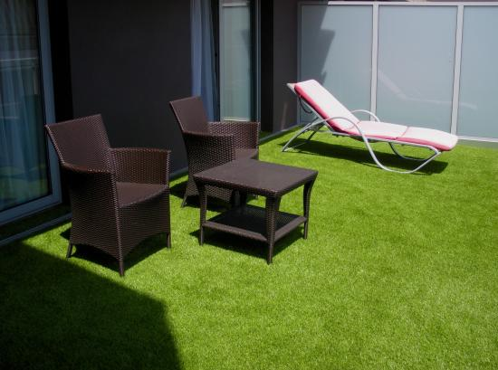 Hotel Helios : the terrace with lounge furniture