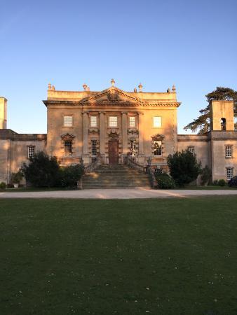 Frampton Court: Eingang im Sonnenlicht