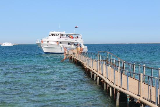 El Samaka Beach Hotel: Длинный пирс отеля.