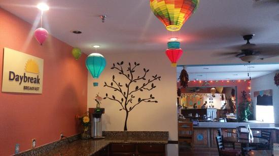 Days Inn & Suites Airport Albuquerque : Breakfast/ Lobby Area