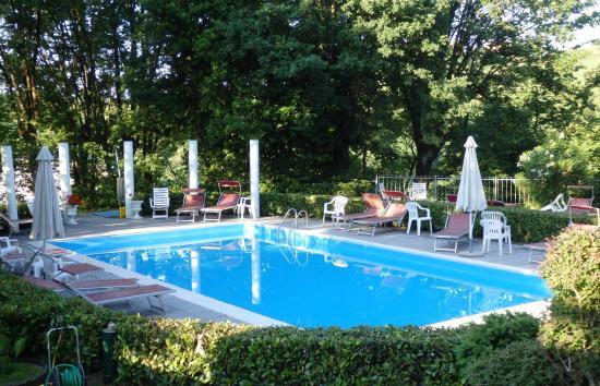 la jolie piscine - Picture of Park Hotel Fantoni, Tabiano - TripAdvisor