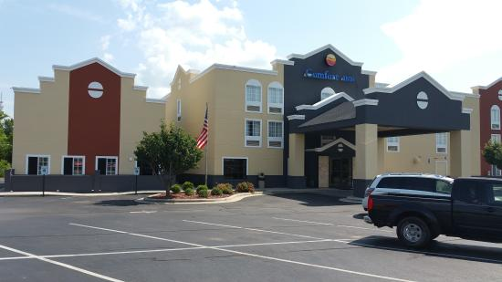 Comfort Inn: New Exterior of property