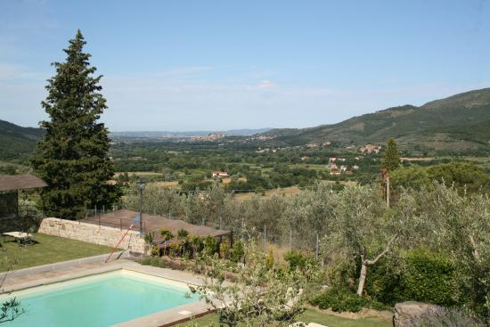 Casali in Val di Chio by Famiglia Buccelletti: View from house and pool