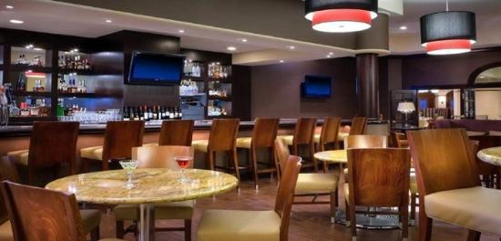 Modesto, Califórnia: MAXI'S Lounge