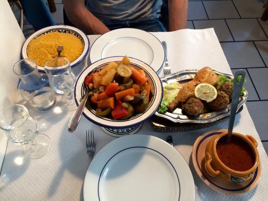 A l'Orientale: À essayer. Un seul menu: le couscous. Pas de menu qui fait 15pages avec à la clef un repas décon