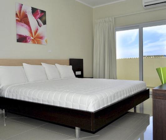 Curacao Airport Hotel: Upgrade the bedroom look
