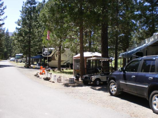 Hat Creek, Kalifornia: No tents of any kind on RV sties - Unless you are a seasonal I guess