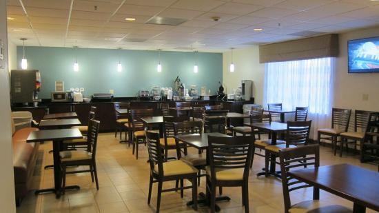 Sleep Inn & Suites Monticello: breakfast