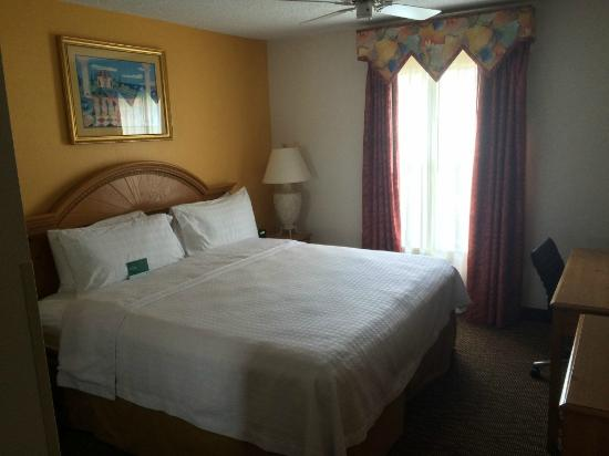 Homewood Suites by Hilton Fort Myers : bedroom