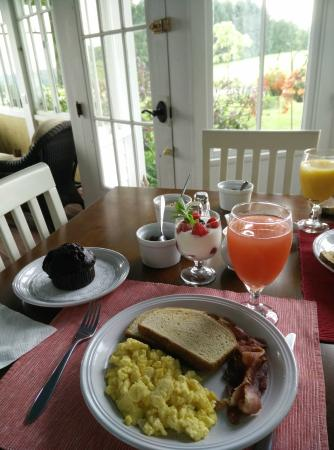 Newfield, Нью-Йорк: Breakfast.
