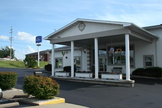 Baymont Inn & Suites Osage Beach: HOTEL