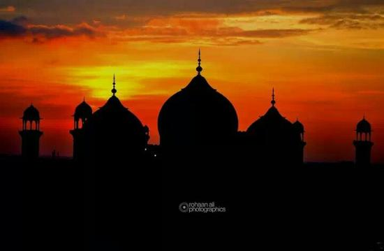 Silhouette Shot of Badshahi Mosque