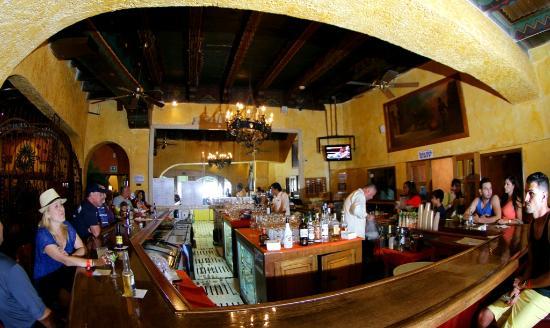 Azteca Restaurant at the Rosarito Beach Hotel: Azteca Bar