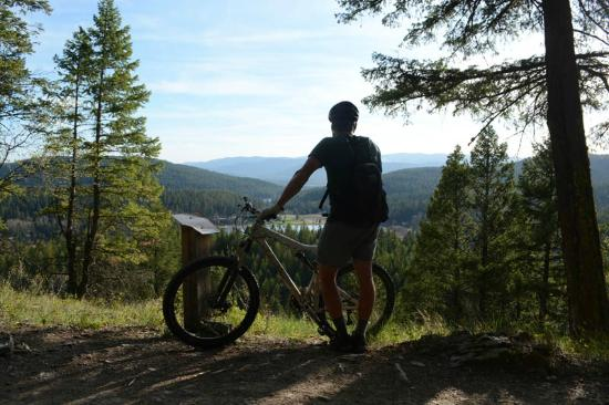 Columbia Falls, MT: Digging the view over Skyles Lake on the Whitefish Trail.