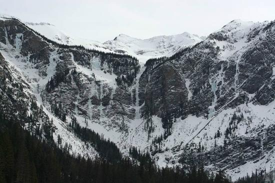 Columbia Falls, MT: Monument Falls looms in frozen beauty over Avalanche Lake.