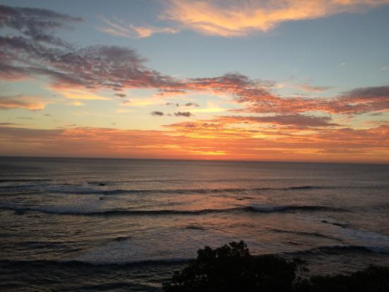 Costa Rica Surfing Company : Classic sunset, as viewed from our room at Langosta Beach.