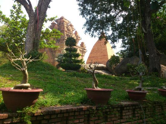 Thang Long Hotel: Чампские башни