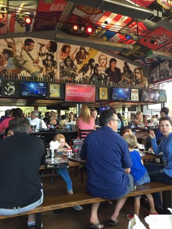 El Segundo, CA: Rock And Brews