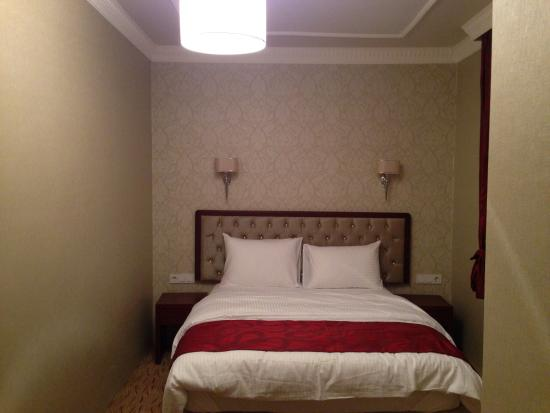 Yuksekova, Turkey: Double room