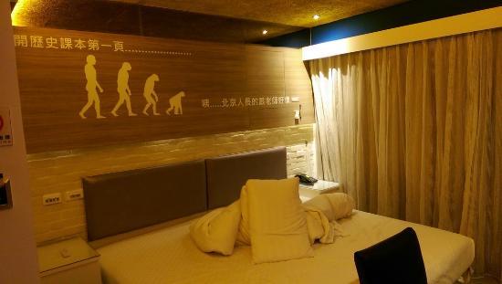 R8 Eco Hotel : 睡醒了,才忘了要拍照,床有點亂,請忽略看其它地方~