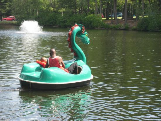 Slater Memorial Park: Dragon boat