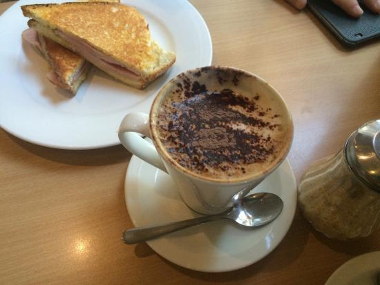 Cafe Grove: Cappuccino in a mug, ham and cheese toastie and a big breakfast!
