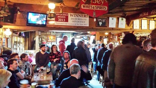 Dicey Reilly's Pub & Off-Licence: pub