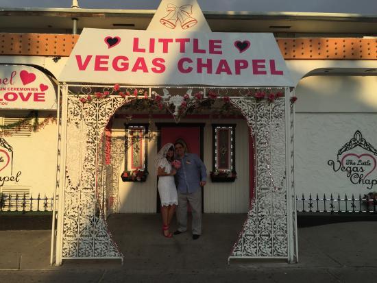 Casamento picture of the little vegas chapel las vegas for Little las vegas