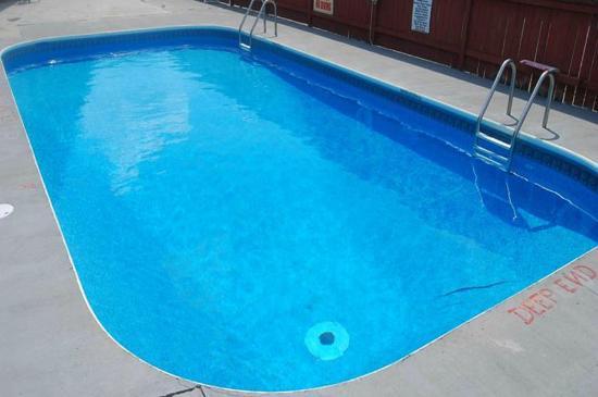 Super 8 Chatham: Pool