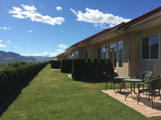 Shiraz Villa : Lovely property with private patios and lots of space between units