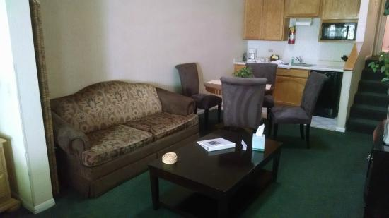 North Bay at Lake Arrowhead: Couch area