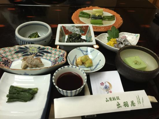 Dewaya: 宿泊者用山菜料理