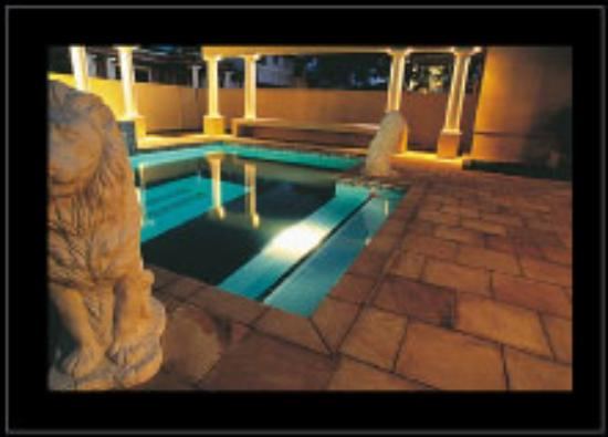 The Devon Hotel & Conference Center : Heated Pool & Spa