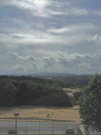 Pousada De Portomarin: The generous terrace took full advantage of the gorgeous view