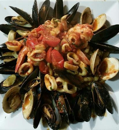 Rocco's Cucina Restaurant &Bar