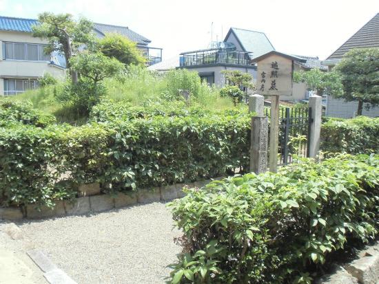 Henjo no Haka Cemetery