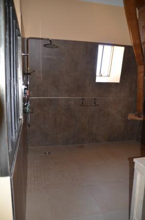 La Jasoupe : huge walk-in shower