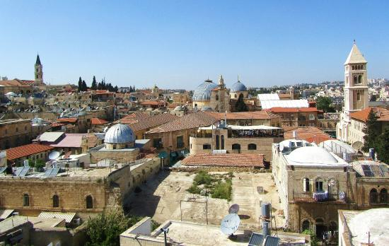 Citadel Youth Hostel : Holy Sepulchre from the hostel roof
