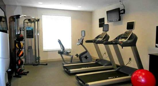 Hilton Garden Inn Columbus Airport: A fine fitness room with treadmills, cycle, weights, and pilates
