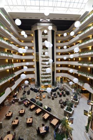 Holiday Inn Rapid City - Rushmore Plaza: 吹き抜け