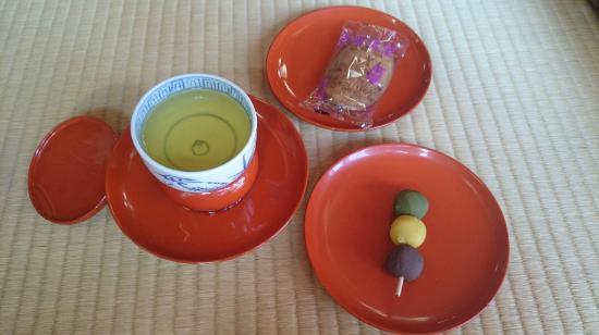 Dogo Onsen Honkan: お茶菓子