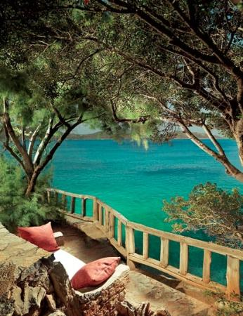 Elounda Mare Relais & Chateaux hotel: Hotel grounds