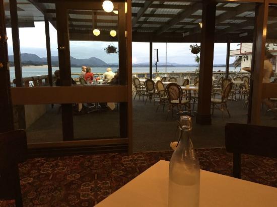 Opononi Hotel Limited: ホテルのレストランからの眺め