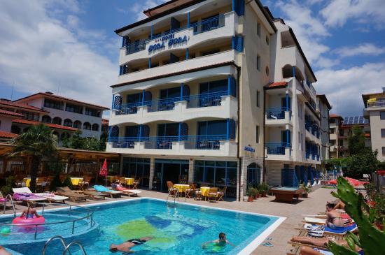 Bora Bora Hotel: Front view