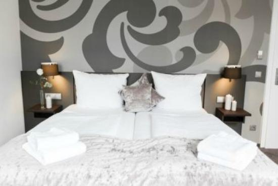 Hotel am Festspielhaus Bayerischer Hof: Кровать